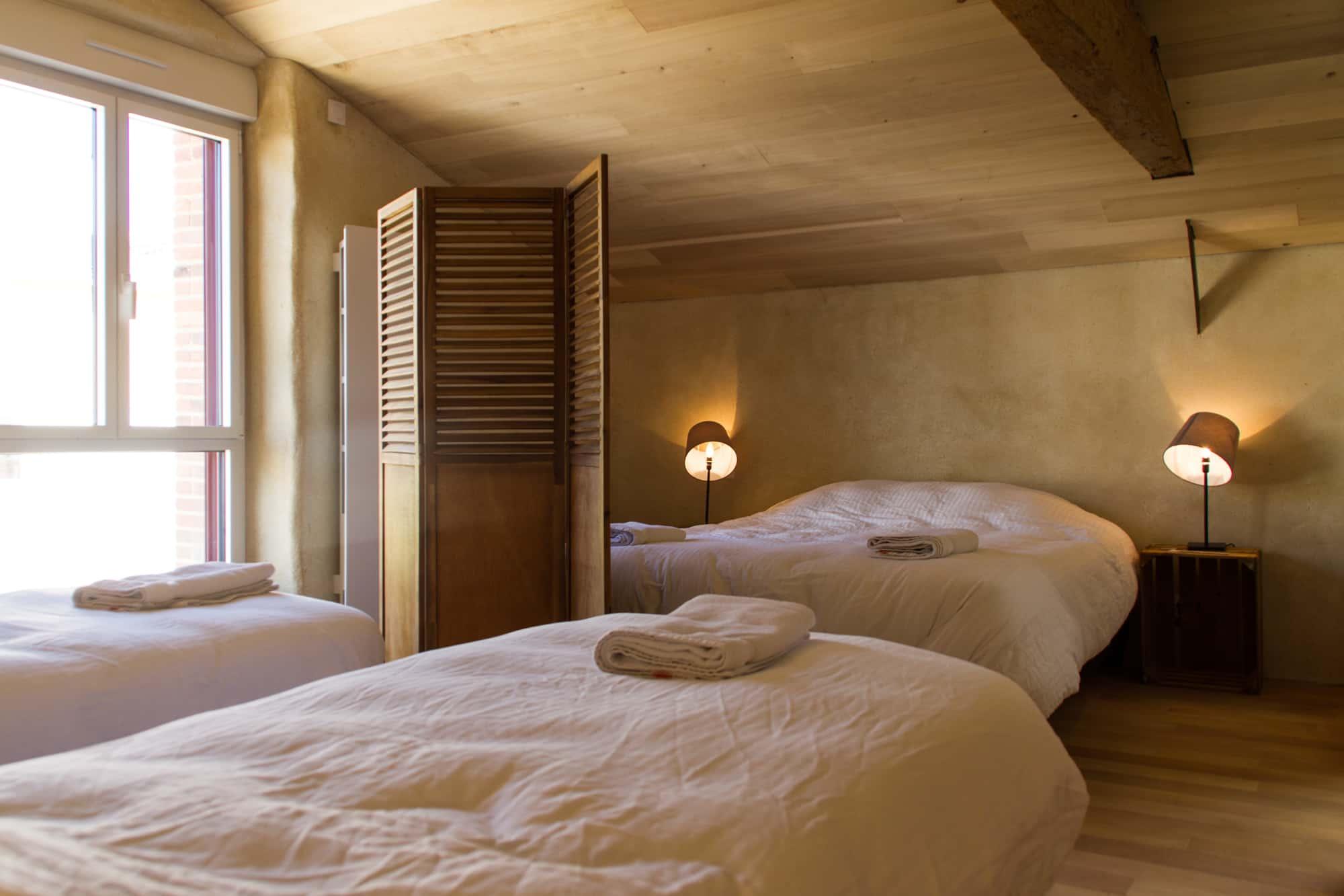 Couchages de qualité hôtelière de la chambre 4 personnes