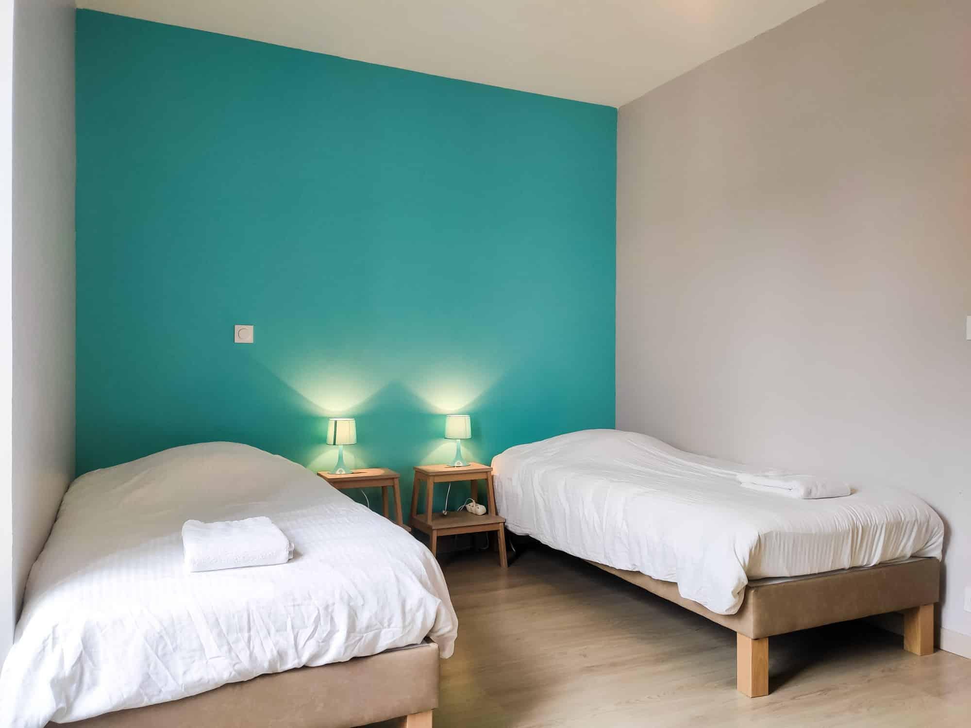 Chambre bleue avec lits jumeaux 90x200, combinables en lit King Size